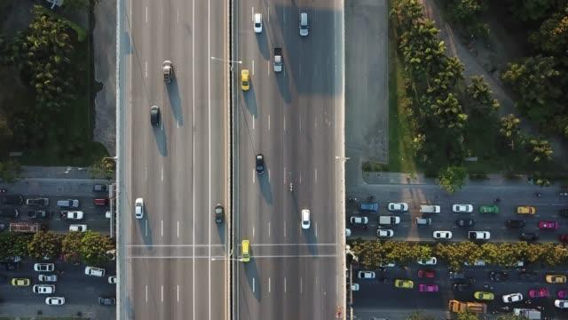 aerial view of super highway during rush hour - пригородный пассажир стоковые видео и кадры b-roll