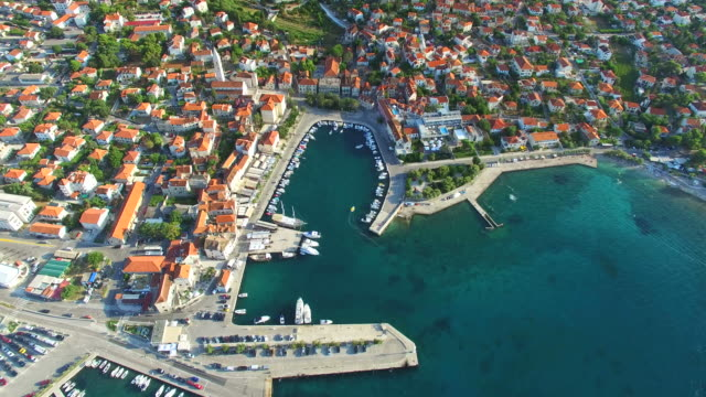 вид с воздуха на супетар на остров брач - хорватия стоковые видео и кадры b-roll