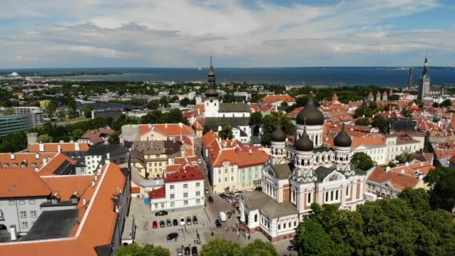 tallinn, estonya'nın havadan görünümü - estonya stok videoları ve detay görüntü çekimi