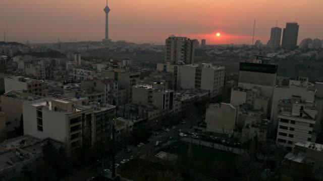 日落時分德黑蘭的鳥瞰圖。 - 德黑蘭 個影片檔及 b 捲影像