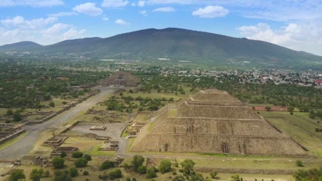 flygfoto över teotihuacan mexiko - pyramidform bildbanksvideor och videomaterial från bakom kulisserna