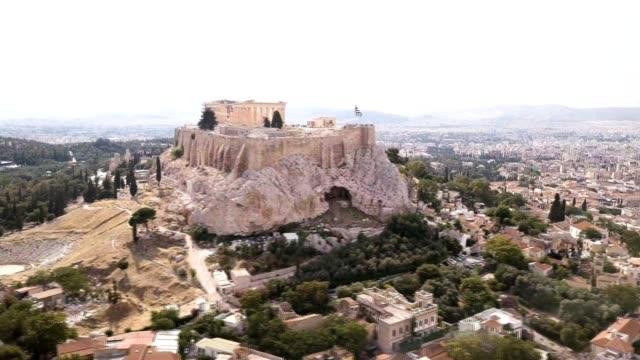vídeos de stock, filmes e b-roll de vista aérea da acrópole em atenas, grécia - ática ática