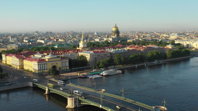 aerial view of the admiralty and st. isaac's cathedral - san pietroburgo russia video stock e b–roll