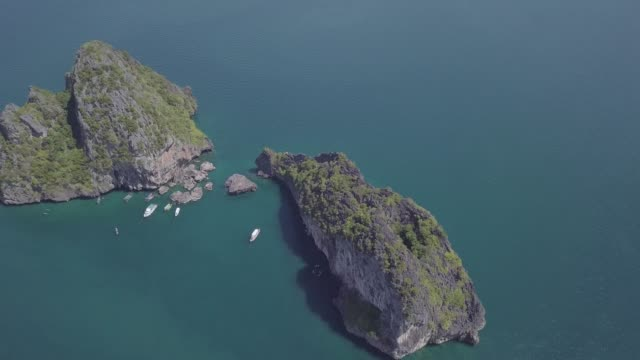 aerial view of the amazing 4 islands tour in krabi thailand - four seasons filmów i materiałów b-roll