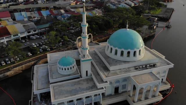 aerial view of the beautiful floating mosque of kuching - {{relatedsearchurl(carousel.phrase)}} video stock e b–roll
