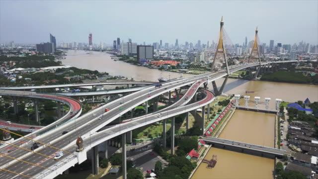 プミポン橋 (バンコク、タイ) の空撮 - マルチコプター点の映像素材/bロール