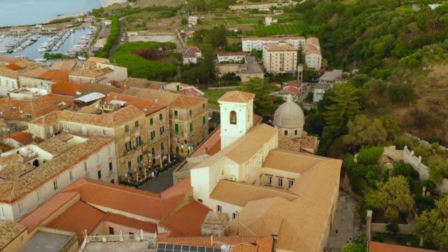 aerial view of the city and duomo di tropea - tropea video stock e b–roll