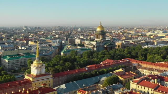 utsikt över stadens centrum och isakskatedralen - isakskatedralen bildbanksvideor och videomaterial från bakom kulisserna