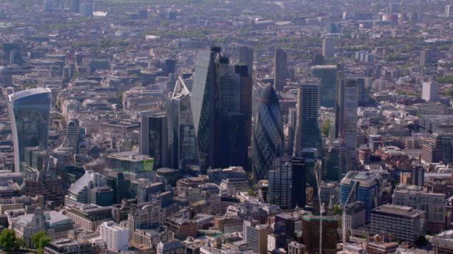 flygfoto över staden, london, uk. 4k - brexit bildbanksvideor och videomaterial från bakom kulisserna