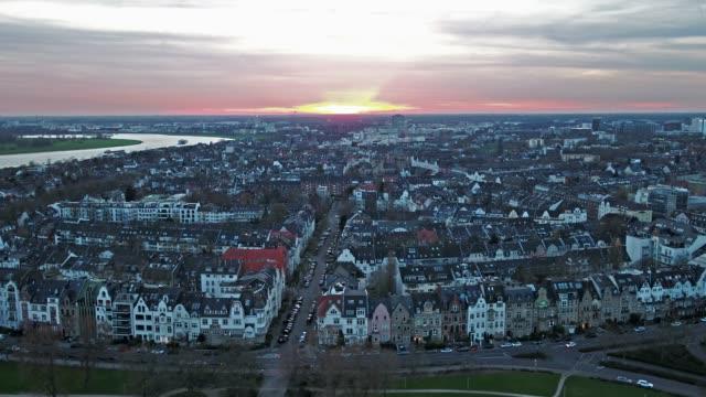 veduta aerea della città di dusseldorf in germania - nord europeo video stock e b–roll