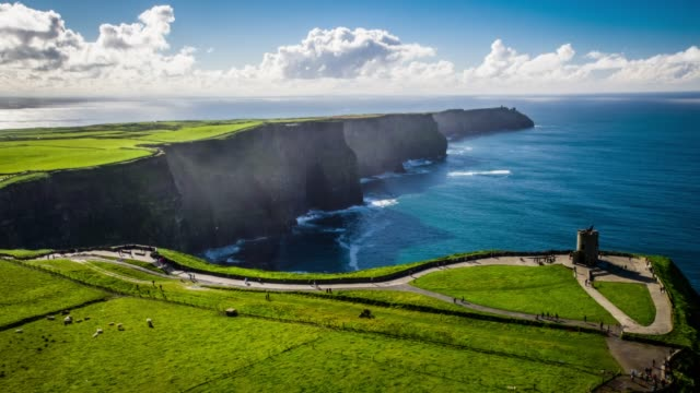 vídeos de stock e filmes b-roll de aerial view of the cliffs of moher on the west coast of ireland. - castle