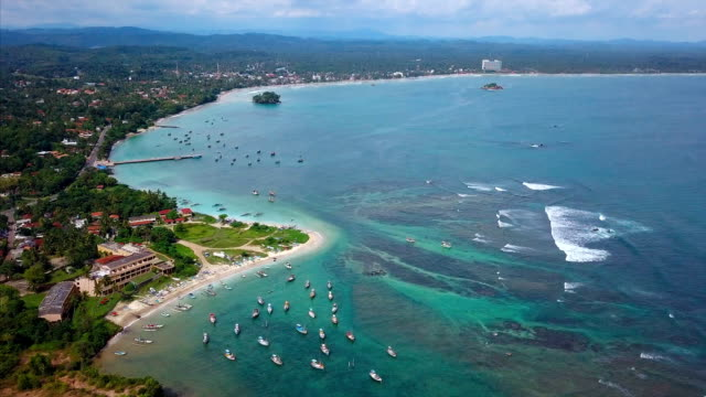 vídeos de stock e filmes b-roll de aerial view of the coast of sri lanka - sri lanka