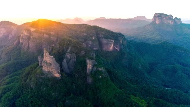 vídeos de stock e filmes b-roll de aerial view of the danxia mountain - vale