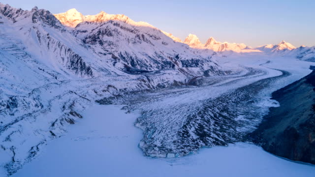 aerial view of the glacier in tibet - time lapse - ледник стоковые видео и кадры b-roll