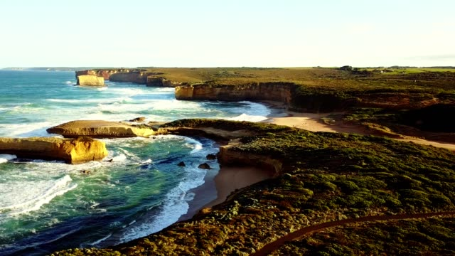 vídeos de stock e filmes b-roll de aerial view of the great ocean road coastline - sul