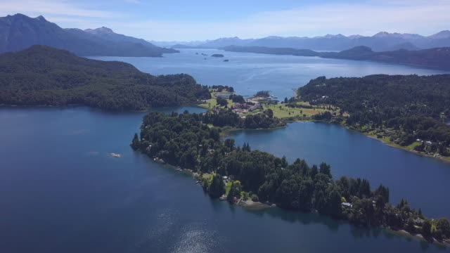 Vista aérea do Lago Nahuel Huapi - vídeo