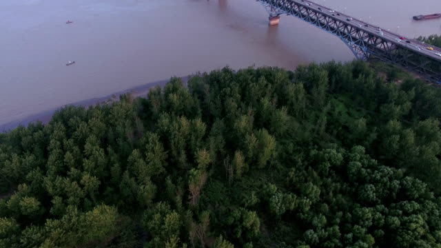 vídeos y material grabado en eventos de stock de vista aérea del puente del río yangtze de nanjing, china - río yangtsé
