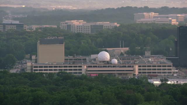 fort meade national security agency (nsa) merkezinde hava görünümünü. - cumhuriyet günü stok videoları ve detay görüntü çekimi