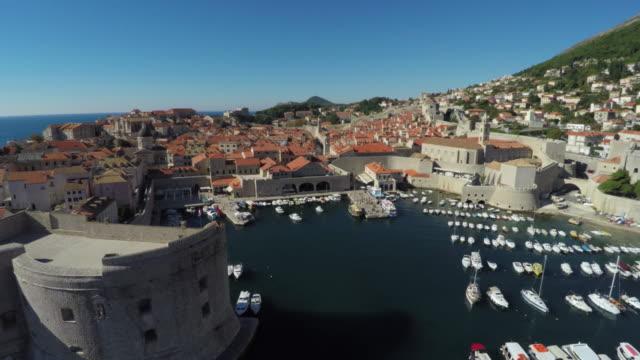 旧港と城壁の航空写真 - 石垣点の映像素材/bロール