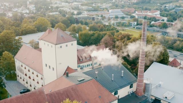 Luftaufnahme der ältesten Bierbrauerei der Welt, Weihenstephan, Freising, Bayern, Deutschland – Video