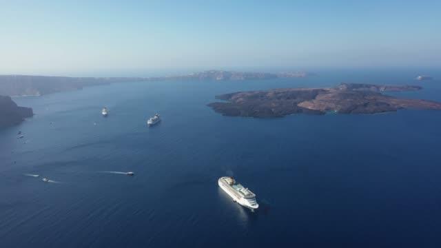 utsikt över de pittoreska stränderna på de grekiska öarna i egeiska havet. - egeiska havet bildbanksvideor och videomaterial från bakom kulisserna