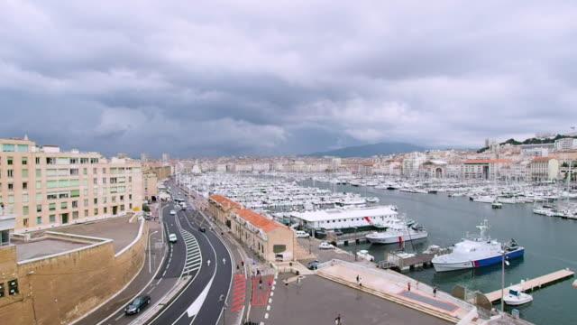 stockvideo's en b-roll-footage met luchtfoto van de haven van marseille in 4k - marseille