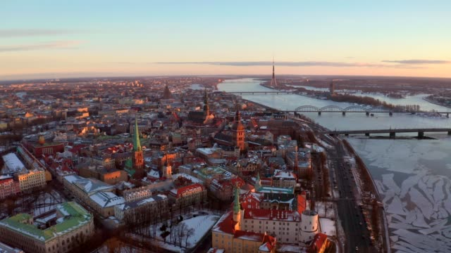 aerial view of the riga old town during sunset or sunrise - латвия стоковые видео и кадры b-roll