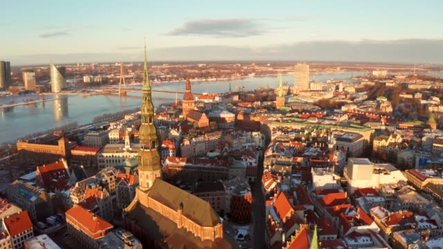 aerial view of the riga old town during sunset - латвия стоковые видео и кадры b-roll
