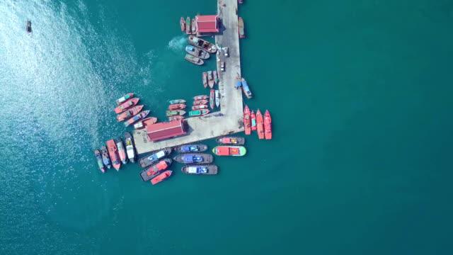 vídeos y material grabado en eventos de stock de vista aérea del muelle de mar de playa tropical en la isla ko si chang. tailandia - río yangtsé