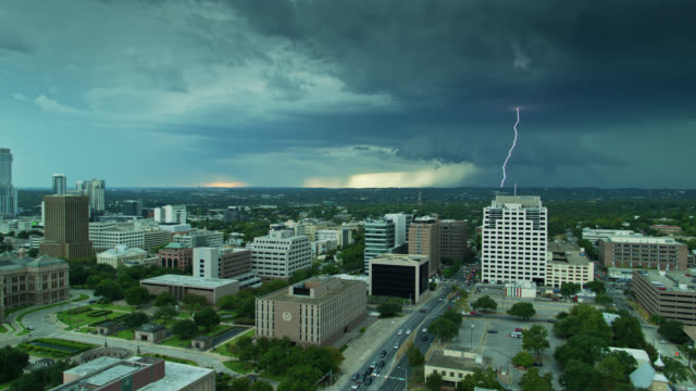 Aerial View of the Texas State Capitol Building and Downtown Austin with Dramatic Storm on Horizon - vídeo