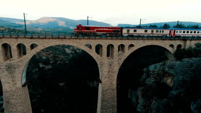 aerial view of the train crossing the varda viaduct - giaour dere viaduct - adana/turkey (drone shot) - турция стоковые видео и кадры b-roll