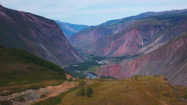 chulyshman の川の谷の空撮 - アルタイ自然保護区点の映像素材/bロール