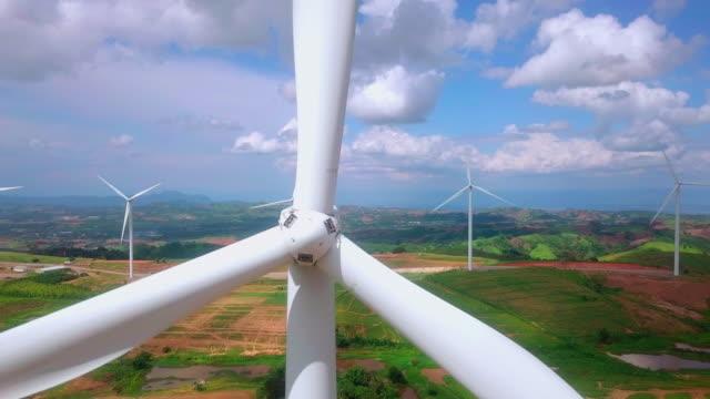 風力発電所の空中写真 - オルタナティブカルチャー点の映像素材/bロール