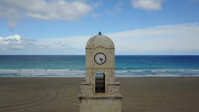 vídeos de stock e filmes b-roll de aerial view of the worth avenue clock tower in palm beach, florida - climate clock