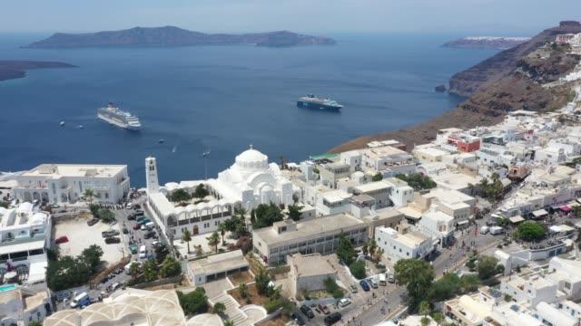 widok z lotu ptaka na thera, santorini, grecja - morze egejskie filmów i materiałów b-roll