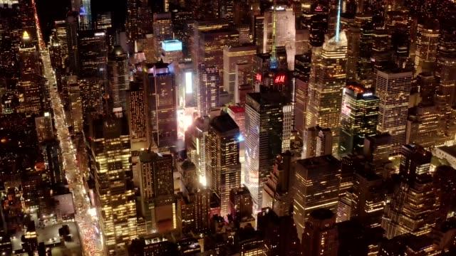 flygfoto över times square district på natten 4k - nattliv bildbanksvideor och videomaterial från bakom kulisserna