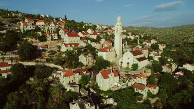 aerial view of traditional dalmatian village. - хорватия стоковые видео и кадры b-roll