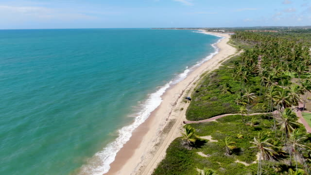 vídeos y material grabado en eventos de stock de vista aérea de la playa de arena blanca tropical y aguas cristalinas de mar turquesa - bahía