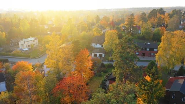 flygvy över villa området, bara i solnedgången - stockholm bildbanksvideor och videomaterial från bakom kulisserna