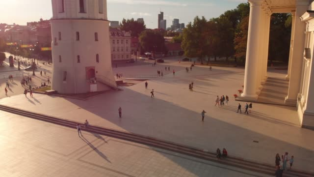 aerial view of vilnius cathedral square on summer day - lituania video stock e b–roll