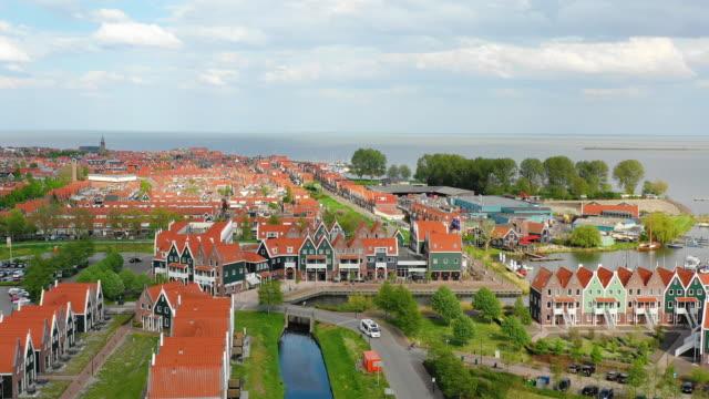 フォレンダムの空中ビュー - オランダ点の映像素材/bロール