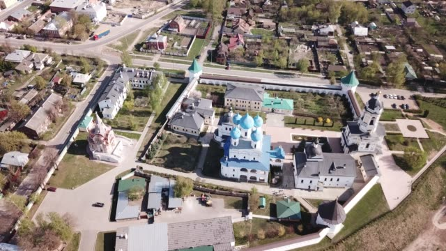 aerial view of  vysotsky  monastery - верующий стоковые видео и кадры b-roll