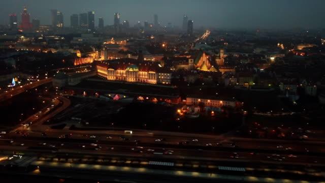 luftaufnahme von warschau in der nacht - warschau stock-videos und b-roll-filmmaterial