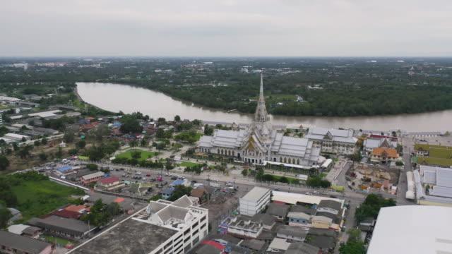 aerial view of wat sothon wararam or temple of dignity, mueang cha choeng sao district with chao phraya river, cha choeng sao urban city downtown skyline, near bangkok, thailand. - юго восток стоковые видео и кадры b-roll