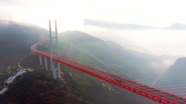 vídeos de stock e filmes b-roll de aerial view of world's highest suspension bridge, beipanjiang, ghuizhou, china - ponte