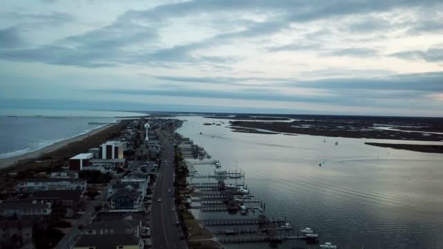 vídeos y material grabado en eventos de stock de vista aérea de wrightsville beach, nc, usa - marea