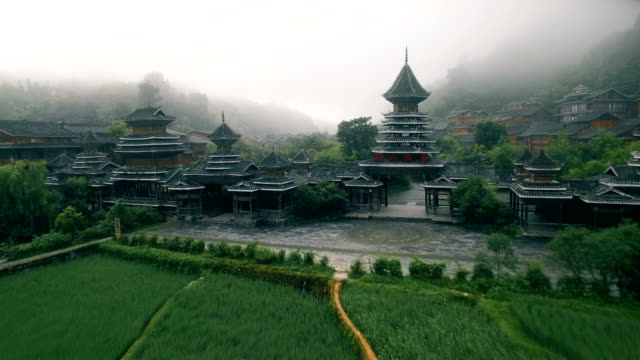 vídeos de stock e filmes b-roll de aerial view of zhaoxing dong village at morning, guizhou, china - cultura chinesa