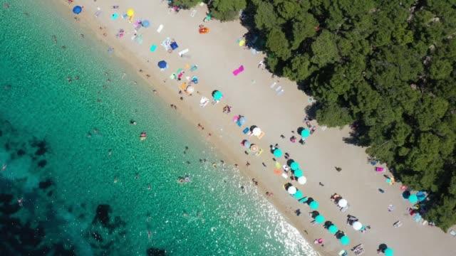 aerial view of zlatni rat beach, bol, croatia - хорватия стоковые видео и кадры b-roll