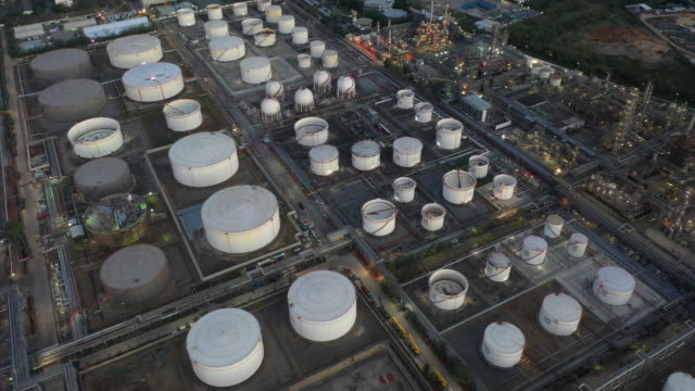 aerial view oil and gas industrial, refinery factory oil storage tank and pipeline steel at night - arabia saudita video stock e b–roll