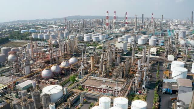 stockvideo's en b-roll-footage met luchtmeningolie en gas petrochemische industriële en de fabriek van de raffinaderij - olieraffinaderij
